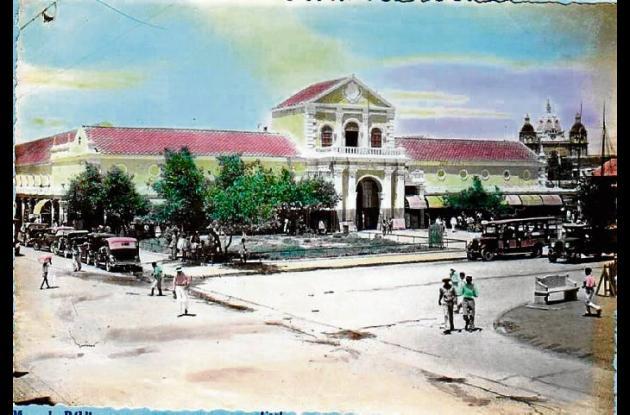 1934: Mercado Público de Cartagena. Al fondo, cúpula de San Pedro.