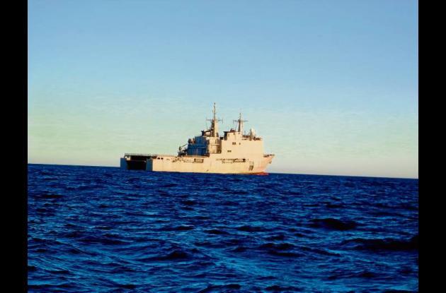 Buque L-51 Galicia, en las aguas del Mediterráneo.