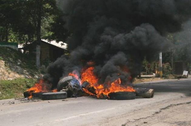 Cada vez que son incendiadas llantas como mecanismo de protesta y bloqueo de vía