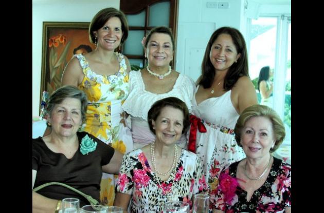 Celebran mes de las flores en el Club Naval