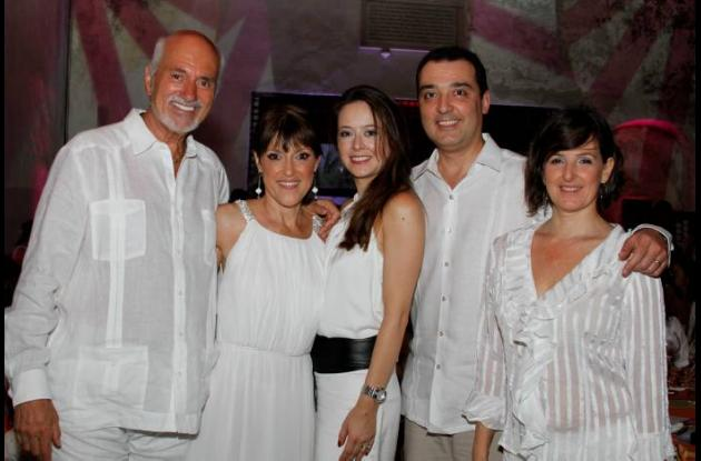 Nick Florian, Clarita Cardona, Alina Villa, Santiago Villa y Cristina de Villa.
