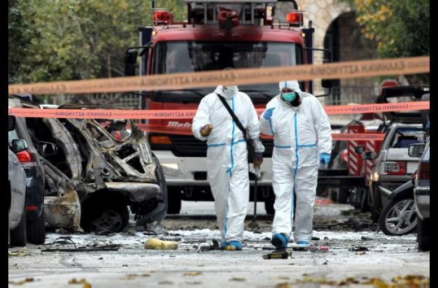 Bombas en Atenas y Buenos Aires.