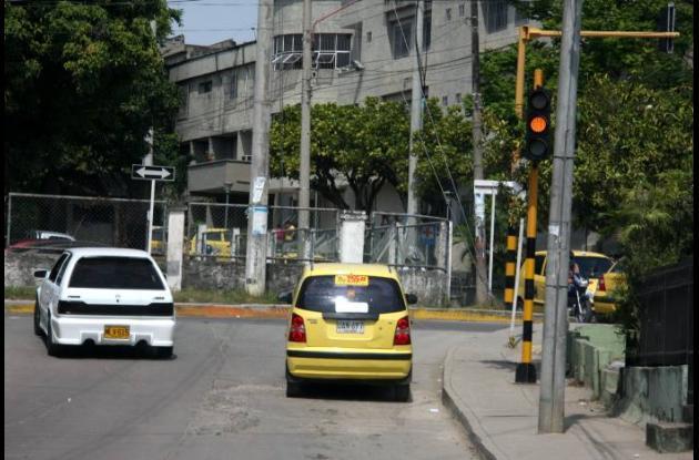 Mientras esperaba el cambio del semáforo un sicario atacó a Néstor Rodríguez, el