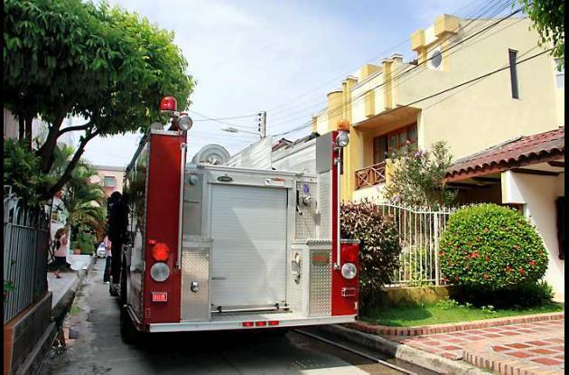 Personal del Cuerpo de Bomberos investiga las causas del incendio
