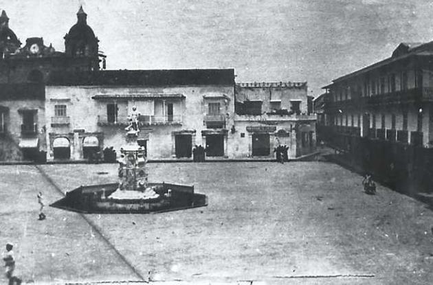 1912: Plaza de la Aduana.