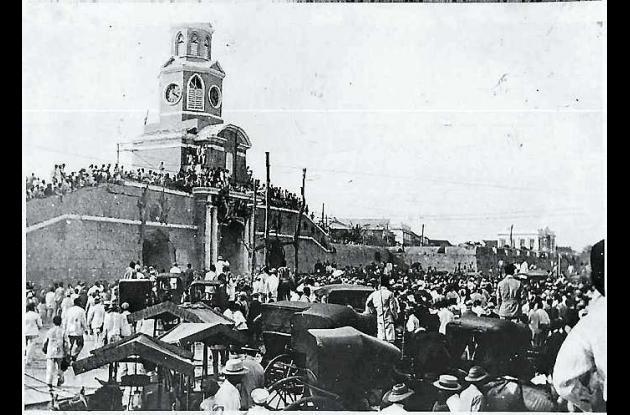 Manifestación frente a la Torre del Reloj.