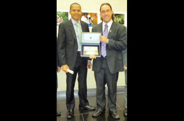 El director Willis Simancas Mendoza, recibió la distinción