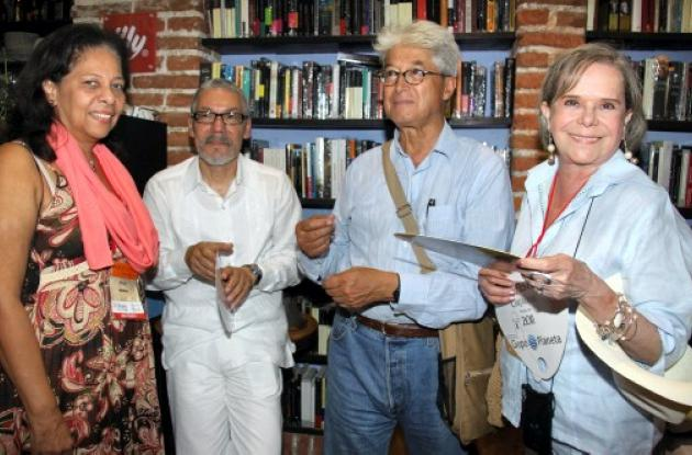 Coctel a los escritores de Hay Festival