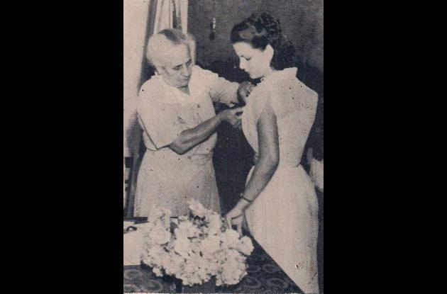 1950. Concepción G de Lecompte con Alicia Bardi Malo, estudiante de Delineante.