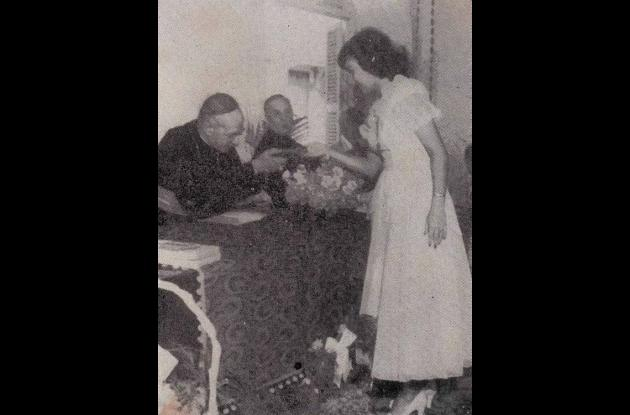 1950. Monseñor López Umaña y Sonia Botta Rosanía.