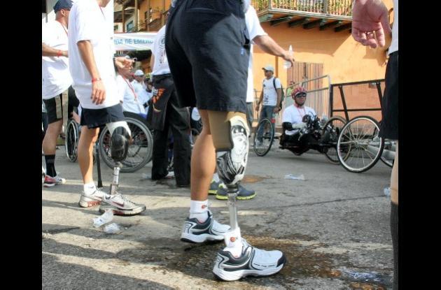 Hombres vístimas de las minas antipersonal