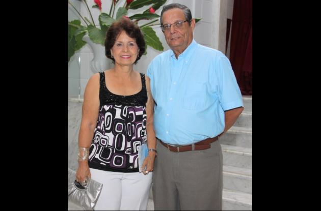 Cecilia de Delgado y Raimundo Delgado.