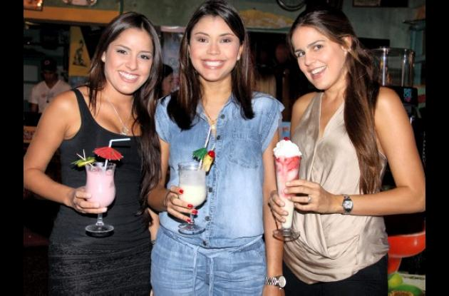 Silvana Araújo, Marcela de Araújo y Natalia Araujo.