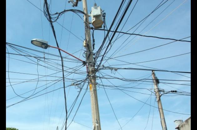 Cables de energía en barrios de Cartagena.