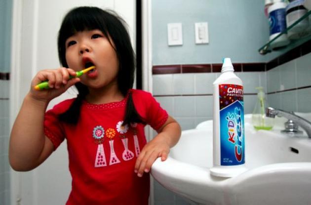 dientes, niños, caries, bebe, cepillado, encias, odontologia, denticion, cuidado