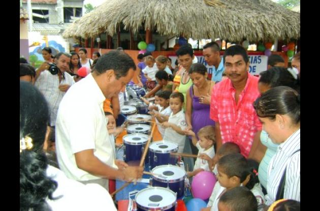 El alcalde de Cereté, Rafael Chica, oficializó la entrega de instrumentos musicales a un hogar infantil.