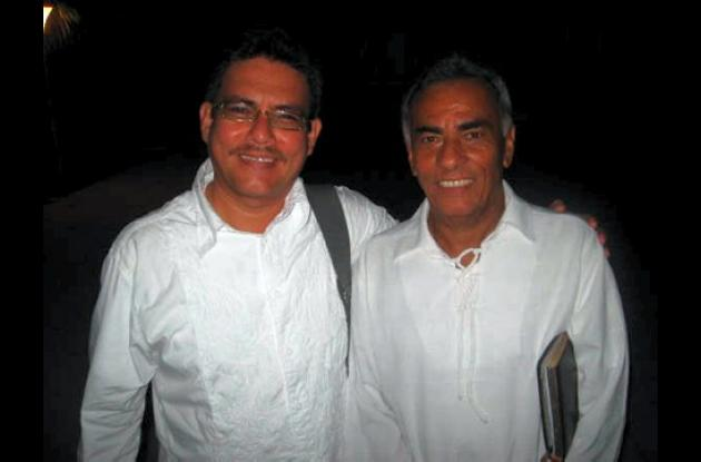El periodista Gustavo Tatis Guerra y el autor Andrés Elías Flórez Brum.