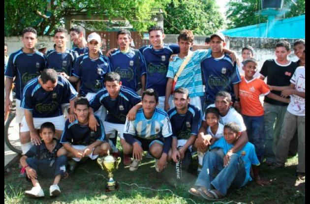 Equipo Ciclo Dorado, campeón del Torneo de Minifútbol Libre del barrio La Rivera de Montería.