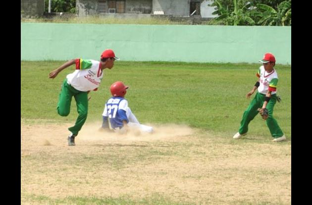 El béisbol estuvo cargado de emociones con el Torneo Feria del Deporte que organizó la Alcaldía de Montería.