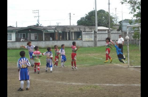 La Escuela Pase Sport de Córdoba se destaca en el Torneo del Club Bellanita de Antioquia que cumplió 20 años de estar formando talentos del balompié colombiano.