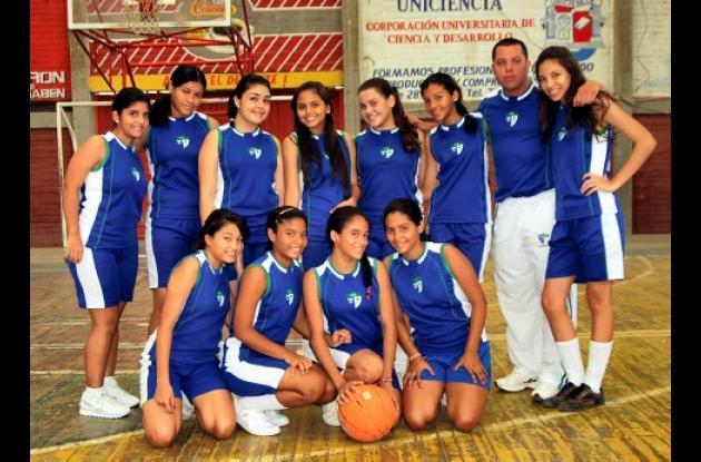 Delegación de baloncesto femenino del colegio La Salle que representa en la fase departamental a Montería.