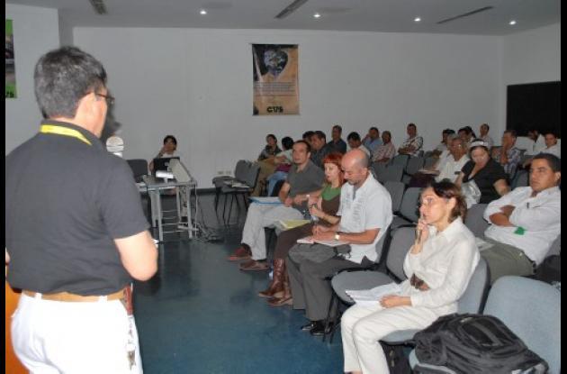 En la socialización estuvieron presentes delegados del Ministerio de Educación, un observador internacional, los Secretarios de Educación de los 16 municipios, directivos de la CVS y representantes de instituciones y entidades privadas.