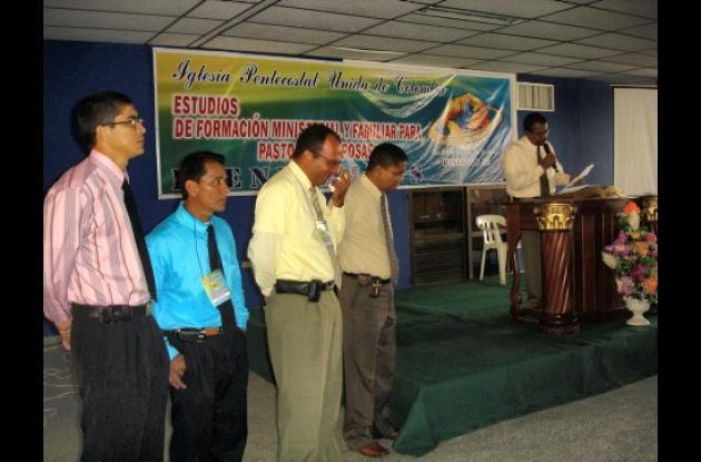 Algunos pastores recibieron licencia para realizar bautismos y matrimonios.