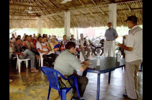 Los mototaxistas dieron a conocer la fundación de la cooperativa ante el alcalde de Cereté y la Policía Nacional.