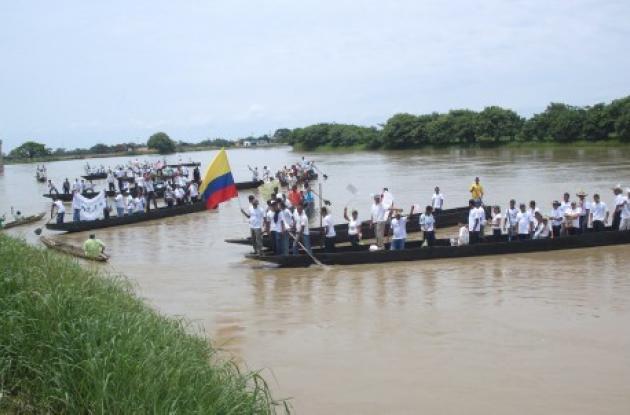 La entrega de las canoas se hizo en el sector amurallado de Lorica.