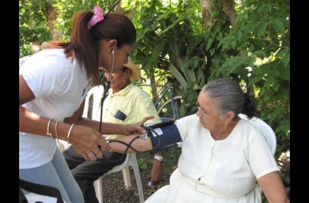 En Cotorra se realizó una brigada con los adultos mayores.