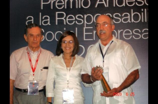 El premio lo recibió el gerente de Proactiva Fernando Moncaleano Archila.