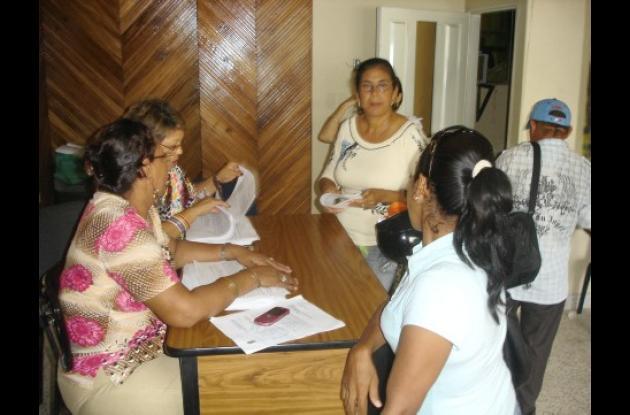 Los trabajadores administrativos recibirán el pago del retroactivo de la homologación. Ya se les entregó la colilla de pago.