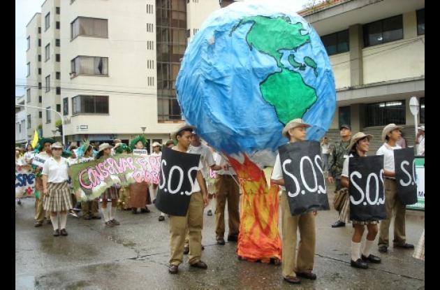 Con una marcha, la Corporación Autónoma Regional de los Valles del Sinú y del San Jorge (CVS), la Policía y varias instituciones educativas celebraron el Día del Medio Ambiente, enseñándole a la comunidad mensajes alusivos al desarrollo sostenible del planeta.