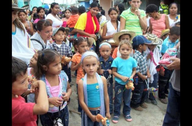 Cuatrocientos niños de diferentes colegios participaron de la cabalgata de caballito de palo de homenaje a la Feria y El Reinado Nacional e Internacional de la Ganadería, festividades que se iniciarán la próxima semana en esta capital.
