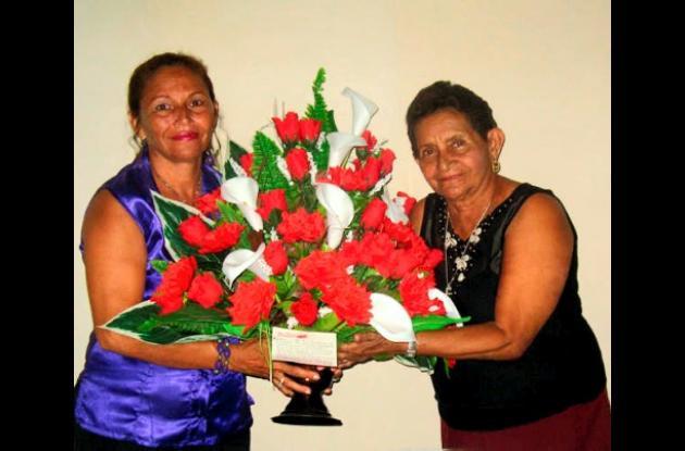 Amira Suárez y su hija Nilce Díaz Suárez celebraron su cumpleaños y recibieron felicitaciones de amigos y familiares.