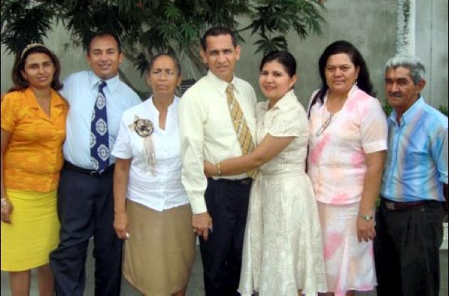 Olga Durango, Fabio Pretelt, Amparo Guzmán, el cumplimentado, Lourdes Méndez, Nelly Negrete y Rigoberto Arroyo.