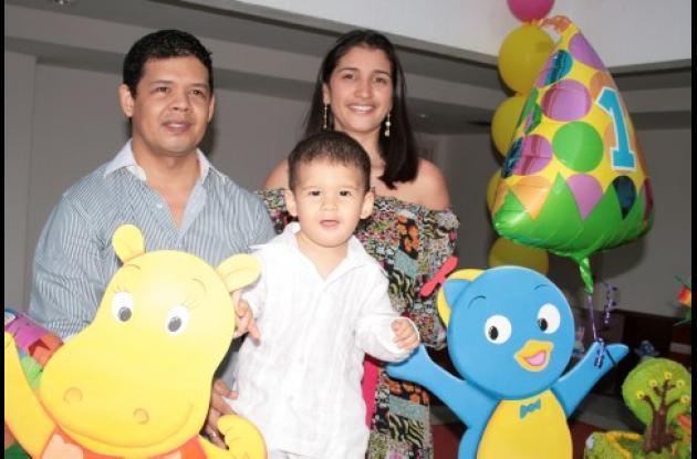 Antonio De Hoyos, Alejandro De Hoyos y Lilian Sánchez.