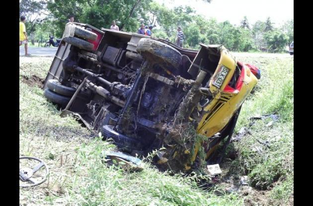 Completamente destruido quedó el bus que resultó accidentado ayer en la vía Montería- Cereté.