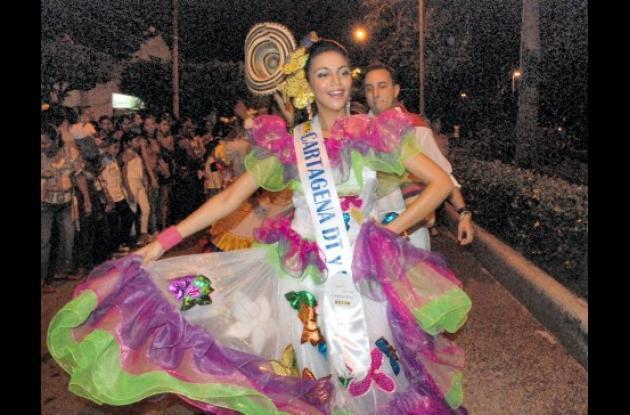 Marling Castillo Bonfante, de  Cartagena, bailó los ritmos de la Costa con mucha confianza durante la parada folclorica..