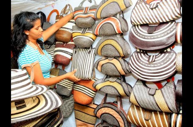 Por estos días, las artesanías llenan a Cartagena. Además de la acostumbrada feria artesanal del sector de Chambacú, está la de la Plaza de los Coches, un evento multicolor que le da otro aire a esa parte del Centro Histórico.
