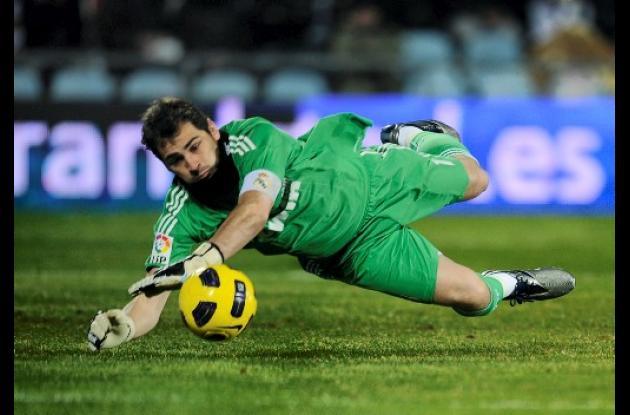 El guardameta español Iker Casilla, mejor del mundo