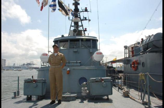 Primera mujer que comanda buque de Guerra de Armada.