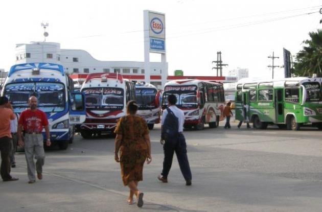 Los conductores de la ruta Bosque - Centro piden a las autoridades de tránsito hacer cumplir el decreto que prohibe la entrada de los buses intermunicipales a las vías urbanas.