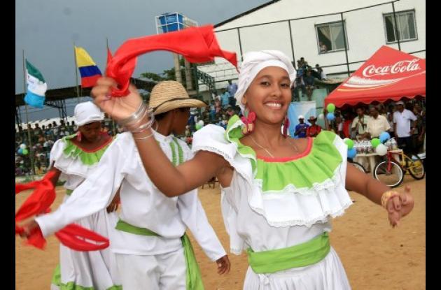 Con actos culturales se realizó ayer en el corregimiento de Pasacaballos el lanzamiento de la Copa de Fútbol Puerto Bahía, que integra a las poblaciones de Pasacaballos, Santa Ana y Ararca. El certamen está dirigido a niños entre los 9 a 13 años de edad.
