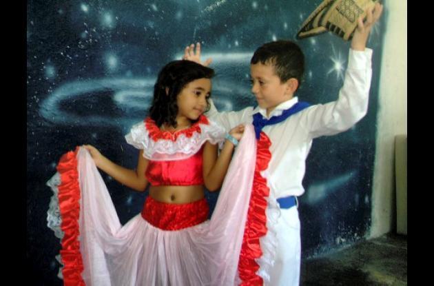 Los niños disfrutaron de la celebración y llevaron a escena las danzas típicas de la región.