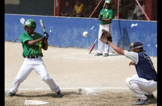 Al rojo vivo se encuentra el Campeonato de Sóftbol categoría Empresarial, organizado por la rectora verde y blanca de esta disciplina en Sucre.