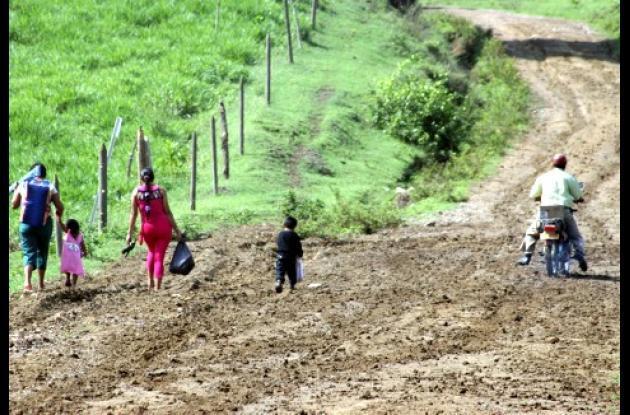 El pésimo estado de la vía Chalán-Colosó, dificulta el acceso de los habitantes de la región Montes de María.