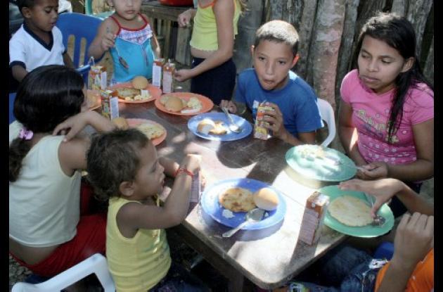 Los niños y niñas requieren mayor atención en el proceso nutricional.