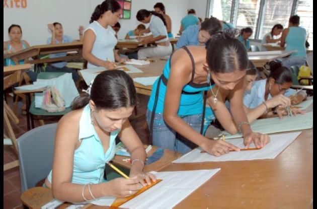 La Secretaría de Educación Municipal sigue apoyando a estudiantes de escasos recursos con el programa de becas para educación superior.
