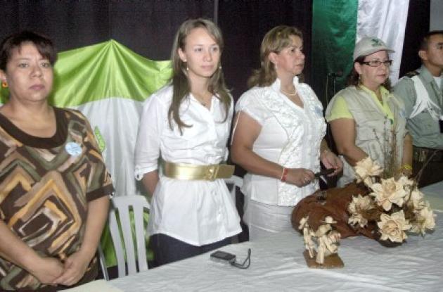 Funcionarios del Instituto Colombiano de Bienestar Familiar y de otras entidades presidieron el evento en el Teatro Municipal.